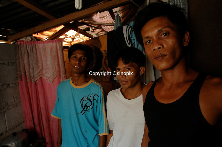 Three family members from the Basico port area slum of Manila show who have donated thir kidneys.Brothers Celedinio Pindengi, (right),  Juan Pindengi (far left) and brother in law, Santi Loranzio. All recieved around 90,000 pesos 1030 (pounds) for dotaing thier kidneys.<br /> <br /> PHORO BY RICHARD JONES