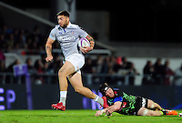 Matt Banahan of Bath Rugby goes on the attack. European Rugby Challenge Cup match, between Pau (Section Paloise) and Bath Rugby on October 15, 2016 at the Stade du Hameau in Pau, France. Photo by: Patrick Khachfe / Onside Images