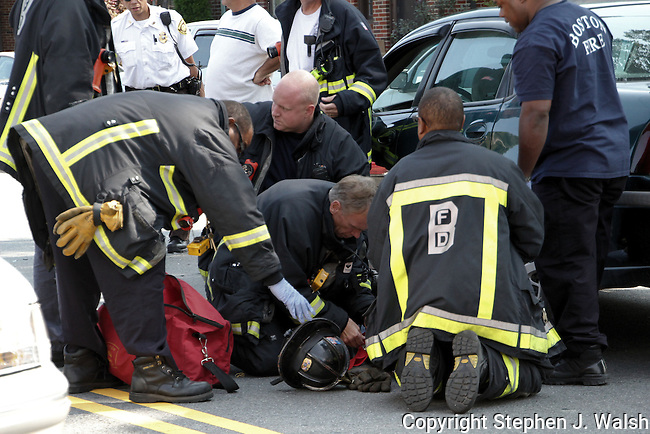 Motor vehicle crash 1662 Centre Street West Roxbury/Roslindale neighborhood with one injury.