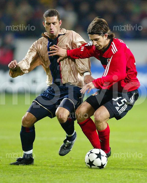 Fussball Champions League Saison 2002/2003 Zwischenrunde Bayer 04 Leverkusen - FC Barcelona           Diego Placente (re, Lev) gegen Fabio Rochemback (li, Barcelona)