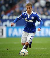FUSSBALL   1. BUNDESLIGA   SAISON 2011/2012   29. SPIELTAG FC Schalke 04 - Hannover 96                                08.04.2012 Lewis Holtby (FC Schalke 04) Einzelaktion am Ball