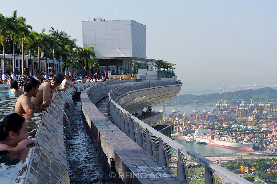 Singapore Hotel With Infinity Pool On Rooftop Image Singapore Marina Bay Sands Hotel The Infinity Pool At The Rooftop A