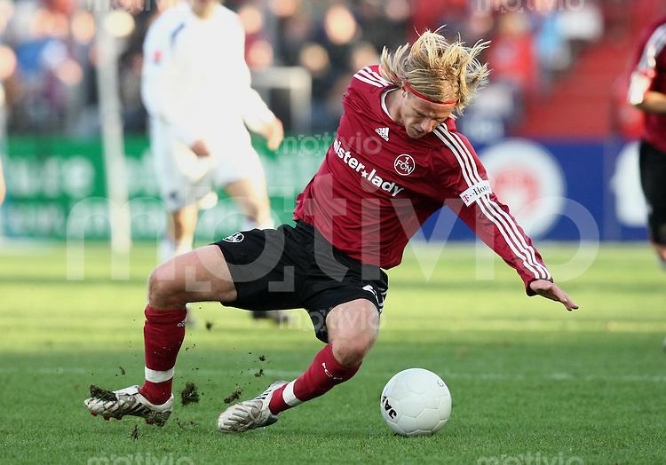 FUSSBALL     1. BUNDESLIGA     SAISON 2007/2008   18. SPIELTAG 1. FC Nuernberg       01.02.2008 Marco Engelhardt mit Ball