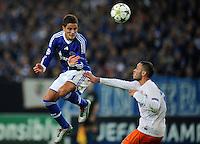 FUSSBALL   CHAMPIONS LEAGUE   SAISON 2012/2013   GRUPPENPHASE   FC Schalke 04 - Montpellier HSC                                   03.10.2012 Ibrahim Affelay (li, Schalke) gegen Jamel Sahi (re, MHSC)