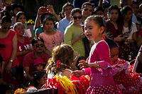 """Querétaro, Qro. 23 de Abril de 2017.- Aspectos del desfile de comunidades extranjeras que se lleva a cabo anualmente en esta ciudad. La inauguración comienza con un recorrido desde la Alameda Hidalgo y termina en el Jardín Guerrero del """"Festival de Comunidades Extranjeras""""."""