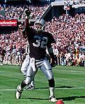 Oakland Raiders vs. Cleveland Browns at Oakland Alameda County Coliseum Sunday, September 24, 2000.  Raiders beat Browns  36-10.  Oakland Raiders full back Zack Crockett (32).