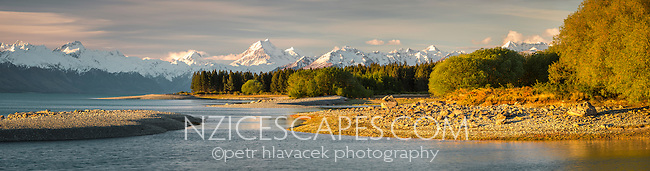 Sunset on Aoraki/Mt. Cook 3754m with Lake Pukaki in foreground, Mt. Cook National Park, Mackenzie Country, South Island, New Zealand