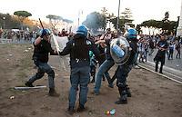 Roma  15 Ottobre 2011.Manifestazione contro la crisi e l'austerità.Scontri tra manifestanti e forze dell'ordine.La polizia carica i manifestanti non coninvolti negli scontri sul piazzale antistante la Basilica di San Giovanni,un manifestante manganellato dalla polizia
