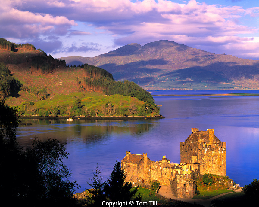 Eilean Donan Castle, Scottish Highlands, Scotland, United Kingdom Orignially built in 1230, rebuilt 1912    Lochs Alsh, Long, and Duich