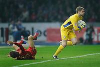 Fussball Bundesliga Saison 2011/2012 26. Spieltag Hertha BSC Berlin - FC Bayern Muenchen V.l.: Thomas MUELLER (FCB), Thomas KRAFT (Hertha BSC).