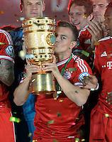 FUSSBALL       DFB POKAL FINALE        SAISON 2012/2013 FC Bayern Muenchen - VfB Stuttgart    01.06.2013 Bayern Muenchen ist Pokalsieger 2013: Xherdan Shaqiri (FC Bayern Muenchen)  jubelt mit dem Pokal