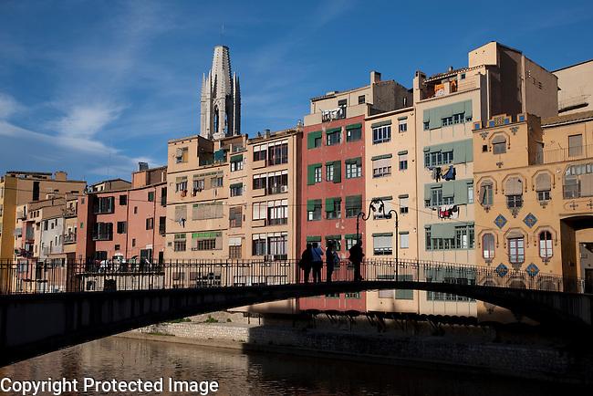 St Agusti Bridge and River Onyar in Girona, Catalonia, Spain