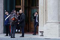 Roma 15 marzo 2013.Montecitorio l'arrivo dei parlamentari alla Camera dei Deputati per l' inizio della XVII legislatura..Mattia Fantinati di M5S appogiato all'ingresso delParlamento