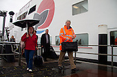 Werkbezoek deltacommissaris Wim Kuijken aan het Groningse Waddengebied. Op de foto de aankomst met de veerboot 'Oerd' vanaf Ameland bij de veerdam te Holwerd.