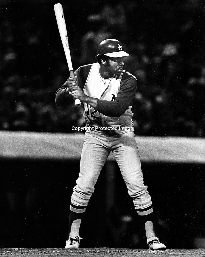 A's Tommy Davis (1971 photo by Ron Riesterer)