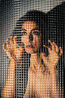Donne in gabbia. Women in cages....