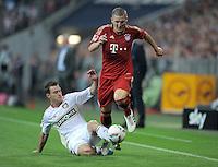 FUSSBALL   1. BUNDESLIGA  SAISON 2011/2012   7. Spieltag FC Bayern Muenchen - Bayer 04 Leverkusen          24.09.2011 Hanno Balitsch (li, Bayer 04 Leverkusen)  gegen Bastian Schweinsteiger (re, FC Bayern Muenchen)