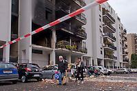 Roma, 20 Gennaio  2015<br /> Un morto e numerosi feriti per l'esplosione di una bombola del gas in un appartamento vuoto al primo piano dello stabile di via Giuseppe Galati 54, nel quartiere Colli Aniene, alla periferia est di Roma. Ricercata dalla polizia, l'inquilina 82enne, che aveva ricevuto l'ingiunzione di sfratto e sembra che aveva minacciato di far saltare in aria la casa. Gli abitanti lasciano  lo stabile di cinque piani, che &egrave; stato evacuato.<br /> Rome, January 20, 2015<br /> One dead and many wounded by the explosion of a gas cylinder in an empty apartment on the first floor of the building in Via Giuseppe Galati 54, in the district Colli Aniene, in the eastern outskirts of Rome. Wanted by the police, tenant a woman of 82 year, who  had received an order of eviction and that it seems that he had threatened to blow up the house. The inhabitants leave the building of five floors, which was evacuated.