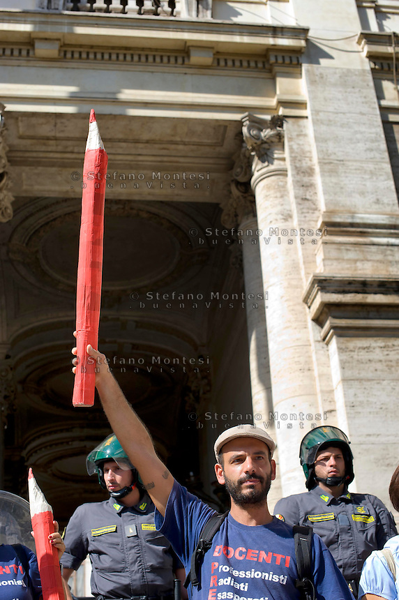Roma 10 Ottobre 2014<br /> Manifestazione  dei studenti medi, universitari, docenti, precari della scuola contro la riforma della &quot;Buona scuola&quot; del  governo Renzi e contro la riforma del lavoro Jobs Act.<br /> Rome October 10, 2014 <br /> Demonstration of high school students, university students, teachers, temporary school against Reform &quot;Good School&quot; of the government Renzi and against the labor reform Jobs Act.