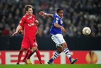 FUSSBALL   EUROPA LEAGUE   SAISON 2011/2012  ACHTELFINALE FC Schalke 04 - Twente Enschede                         15.03.2012 Thilo Leugers (li, Enschede) gegen Jefferson Farfan (re, FC Schalke 04)