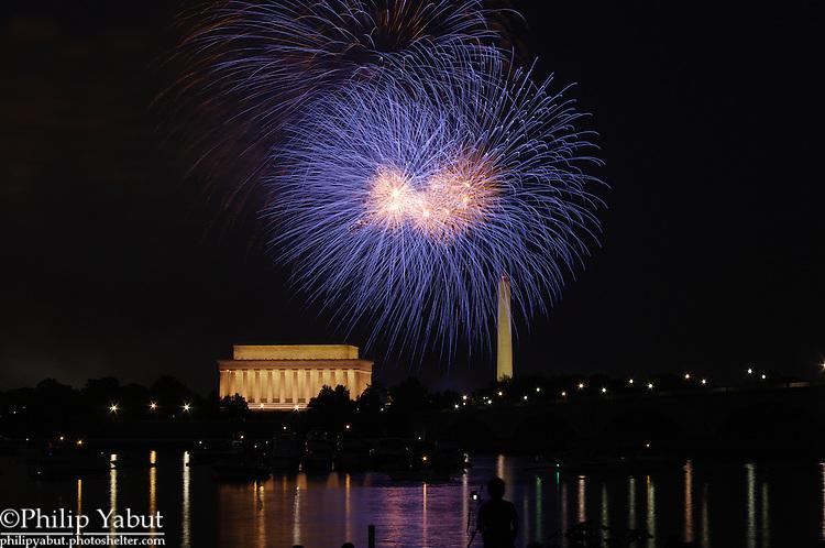 Fireworks light up the DC skyline on July 4, 2010.