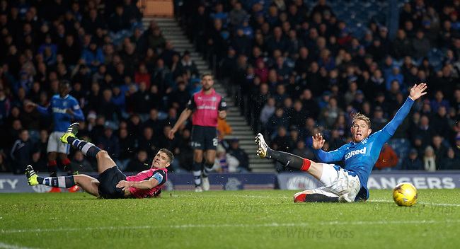 Joe Garner late arriving for the cross