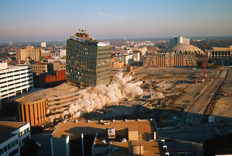 1996 November 24..Redevelopment..Macarthur Center.Downtown North (R-8)..SEQUENCE 7.IMPLOSION OF SMA TOWERS.LOOKING NORTH FROM ROOFTOP .OF MAIN TOWER EAST.PV3..NEG#.NRHA#..