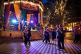 Am Ende des Grünen Zagreber U ist der Park mit einem Pavillon ausgestattet. Der Pavillon wird im Sommer für künstlerische Veranstaltungen und Tanzabende genutzt. / At the end of the Green U of Zagreb park is equipped with a pavillion. The pavilion will be used in the summer for artistic events and dance nights.