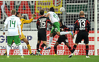 FUSSBALL   1. BUNDESLIGA  SAISON 2011/2012   10. Spieltag FC Augsburg - SV Werder Bremen           21.10.2011 Tor zum 1:1 Claudio Pizarro (SV Werder Bremen)