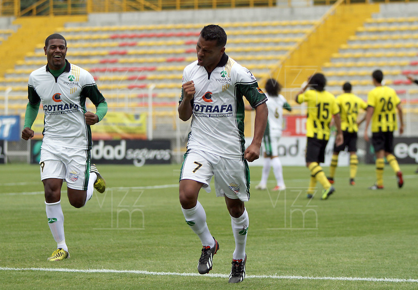 BOGOTA -COLOMBIA- 14 -09-2013. Wilson Morelo  de La Equidad Seguros celebra su gol  contra Alianza Petrolera , partido correspondiente a la novena fecha de La Liga Postobon segundo semestre jugado en el estadio de Techo /  Wilson Morelo of Insurance Equidad  celebrates his goal against Alianza Petrolera , game in the ninth round of La Liga Postobon second half played in the Techo  stadium   .Photo: VizzorImage / Felipe Caicedo / Staff