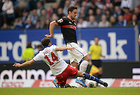 FUSSBALL   1. BUNDESLIGA   SAISON 2013/2014   9. SPIELTAG Hamburger SV - VfB Stuttgart                               20.10.2013 Milan Badelj (li, Hamburger SV) graetscht Christian Gentner (re, VfB Stuttgart) ab