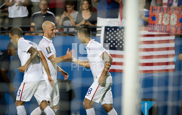 Frisco, TX. - Tuesday, July 7, 2015: The US Men's National team go up 2-1 over Honduras to begin group play in the 2015 Gold Cup at Toyota stadium.