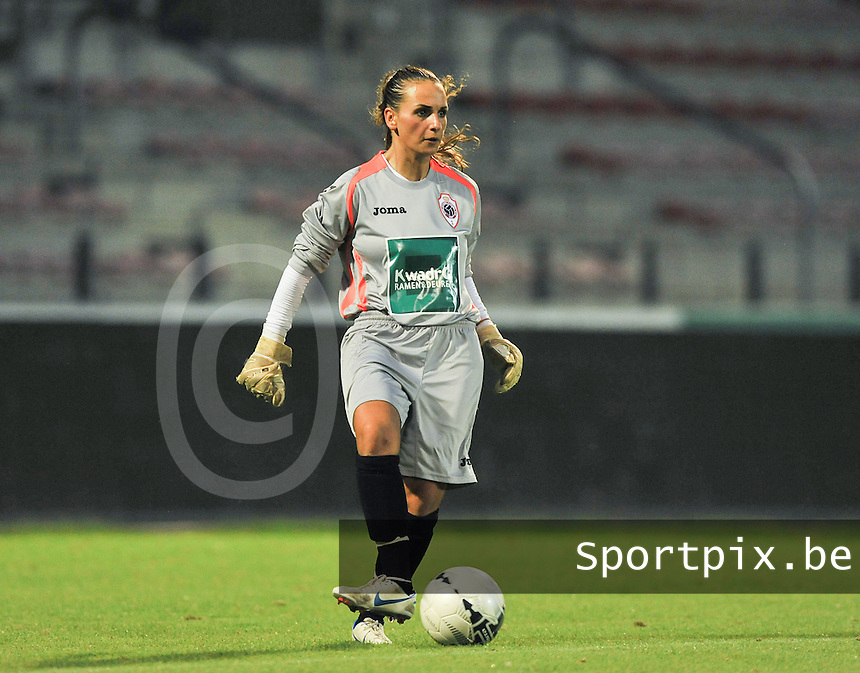 20130903 - ANTWERPEN , BELGIUM : Antwerp goalkeeper Leyla Bagci pictured during the female soccer match between Royal Antwerp FC Vrouwen and SC Heerenveen at the BOSUIL STADIUM , of the second matchday in the BENELEAGUE competition. Tuesday 3 September 2013. PHOTO DAVID CATRY