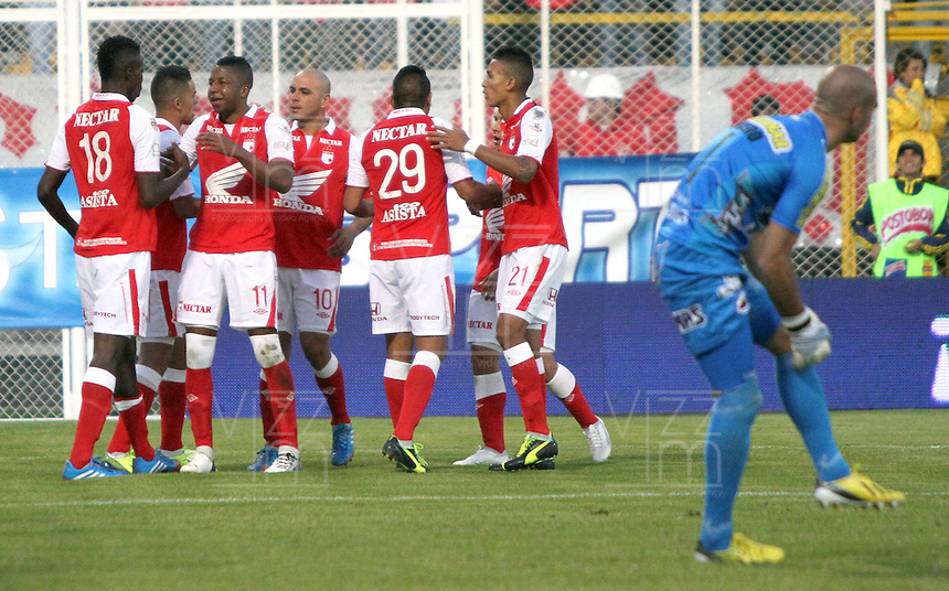 BOGOTA -COLOMBIA- 26 -10--2013. Autogol del Deportivo Pasto. Accion de juego correspondiente al partido entre los equipos Independiente Santa Fe y Deportivo Pasto, encuentro de la fecha dieciseisava de la  Liga Postobon segundo semestre jugado en el estadio de Techo  / Action game for the match between the teams Independiente Santa Fe and Deportivo Pasto, date sixteenth meeting of the Postobon  League second half played in the Techo stadium .Photo: VizzorImage / Felipe Caicedol / Staff