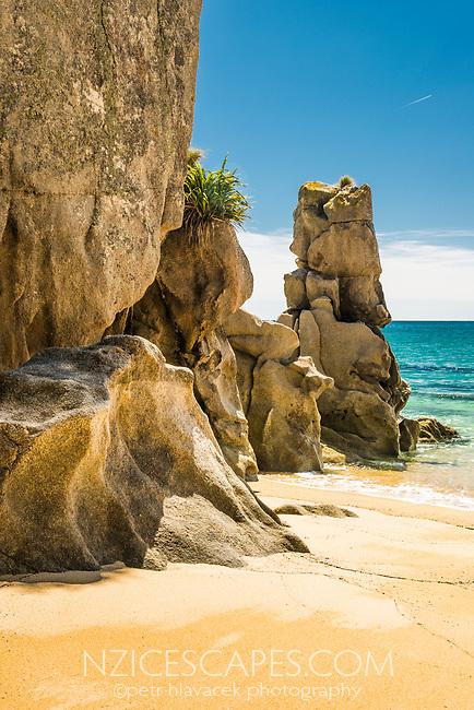 Pristine Anapai Bay on Abel Tasman Coast Track and its granite rock formations, Abel Tasman National Park, Nelson Region, South Island, New Zealand