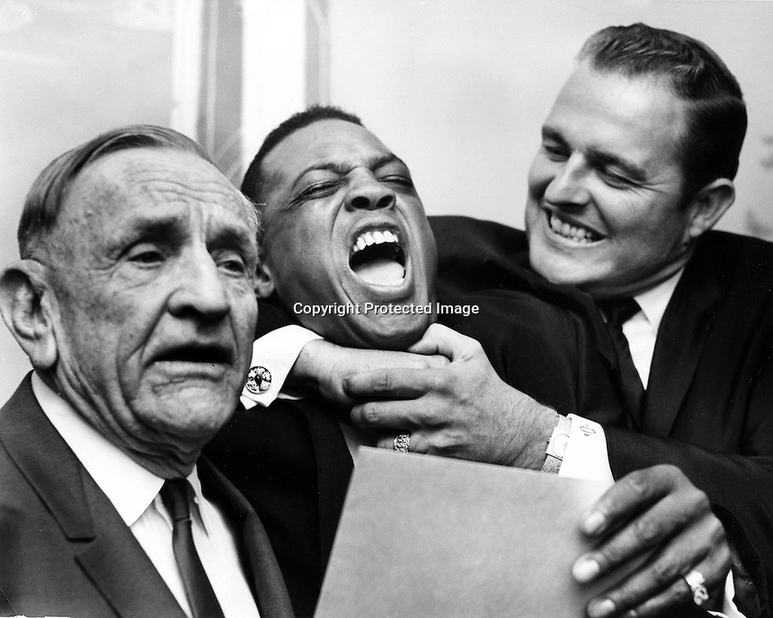 Dodger great Don Drysdale clowning around with Giants slugger Willie Mays with a playfull choke hold, with  Yankee Manager Casey Stengel., pays no attention. At Sports banquet (1966 photo/ Ron Riesterer)
