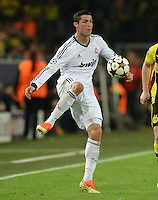 FUSSBALL  CHAMPIONS LEAGUE  HALBFINALE  HINSPIEL  2012/2013      Borussia Dortmund - Real Madrid              24.04.2013 Cristiano Ronaldo (Real Madrid) Einzelaktion am Ball