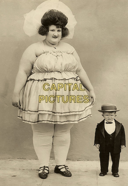 Clarence Howerton aka Major Mite, World's largest woman and smallest man (1922).*Filmstill - Editorial Use Only*.CAP/PLF.Supplied by Capital Pictures.