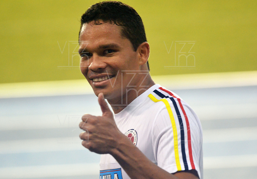 BARRANQUILLA- COLOMBIA - 14-11-2015: Carlos Bacca jugador de la seleccion Colombia durante el primer entrenamiento en el Polideportivo de la Universidad Autonoma del Caribe antes de su encuentro contra  la seleccion del Argentina / Carlos Bacca player of the selection Colombia during the first training at the Polideportivo of the Universidad  Autonoma del  Caribe before their match against of Argentina. Photo: VizzorImage / Alfonso Cervantes / Cont