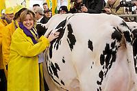 Roma 6 Febbraio 2015<br /> Manifestazione in Campidoglio, per &laquo;difendere il latte italiano&raquo;, organizzato dalla Coldiretti, e l&rsquo;Associazione italiana allevatori che  hanno portato le  mucche  nelle piazze italiane per sensibilizzare opinione pubblica e istituzioni sulla crisi del settore lattiero-caseario.Il ministro della Salute, Beatrice Lorenzin, con la mucca della Coldiretti<br /> Rome February 6, 2015<br /> Demostration  at the Capitol, to &quot;defend the Italian milk&quot;, organized by Coldiretti, and the Association of Italian farmers who brought the cows in the Italian squares to sensitize public opinion and institutions on the crisis of the dairy sector. The Minister of Health, Beatrice Lorenzin with his cow of the Coldiretti