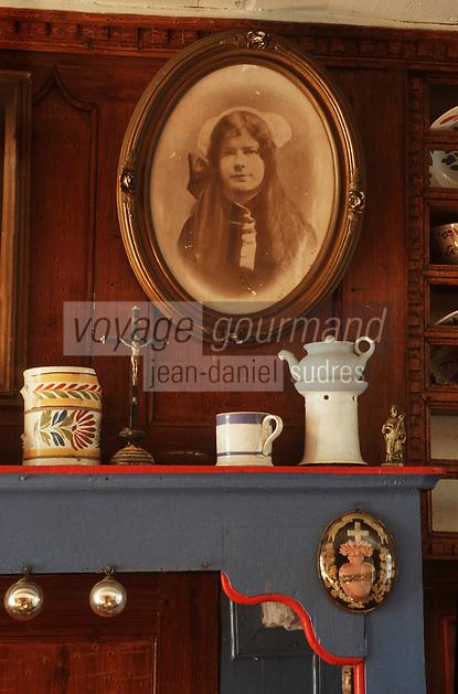 Europe/France/Bretagne/29/Finistère/Ile d'Ouessant: intérieur ouessantin chez Victor Guermeur