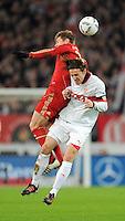 Fussball 1. Bundesliga:  Saison   2011/2012    16. Spieltag    11.12.2011 VfB Stuttgart - FC Bayern Muenchen   Christian Gentner (re, VfB Stuttgart) gegen Toni Kroos (FC Bayern Muenchen)