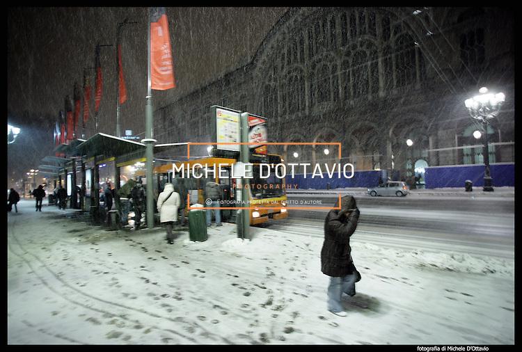 Nella foto porta nuova turin under snow torino sotto la - Gtt torino porta nuova ...