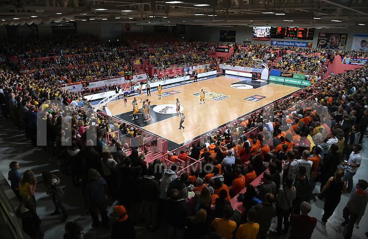 BEKO Basketball 1. Bundesliga 2014/2015  8. Spieltag Walter Tigers Tuebingen - ratiopharm Ulm        09.11.2014 Hallenuebersicht der voll besetzten Paul Horn Arena