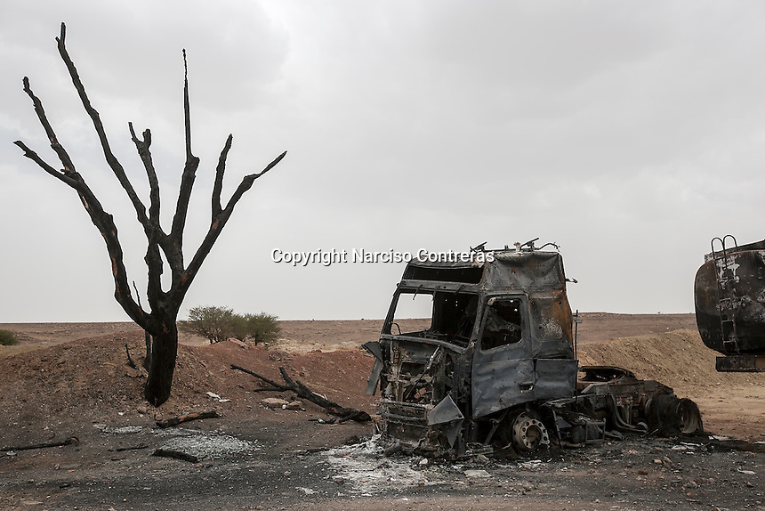 Wednesday 15 July, 2015: The detritus of a truck lays buned beside a road along the way to Sa'dah, a city subdued to heavy bombarments carried out by the Saudi-led coalition in the northern province of Sa'dah, the stronghold of the Houthi's movement in Yemen. (Photo/Narciso Contreras)