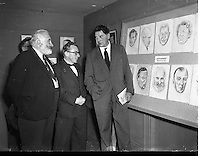 Donagh MacDonagh (centre), District Justice, at an exhibition of Portraits of Personalities at Brown Thomas<br />