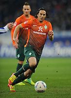 FUSSBALL   1. BUNDESLIGA   SAISON 2011/2012    17. SPIELTAG FC Schalke 04 - SV Werder Bremen                            17.12.2011 Claudio Pizarro (SV Werder Bremen) Einzelaktion am Ball