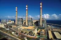 La planta eléctrica de Tacoa. Tacoa, 1999 (Ramón Lepage /Orinoquiaphoto)   Electric Plant in Tacoa which produces part of the electricity for the city of Caracas 1999.  (Ramón Lepage / Orinoquiaphoto) / Istmophoto