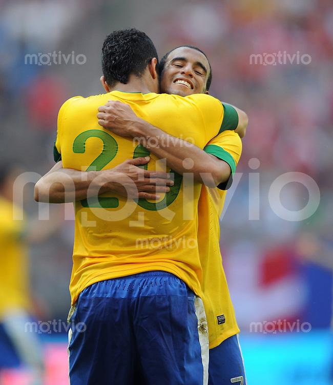 FUSSBALL   INTERNATIONAL   FREUNDSCHAFTSSPIEL  Brasilien - Daenemark           26.05.2012 Jubel: Hulk (li) und Lucas (re, beide Brasilien)