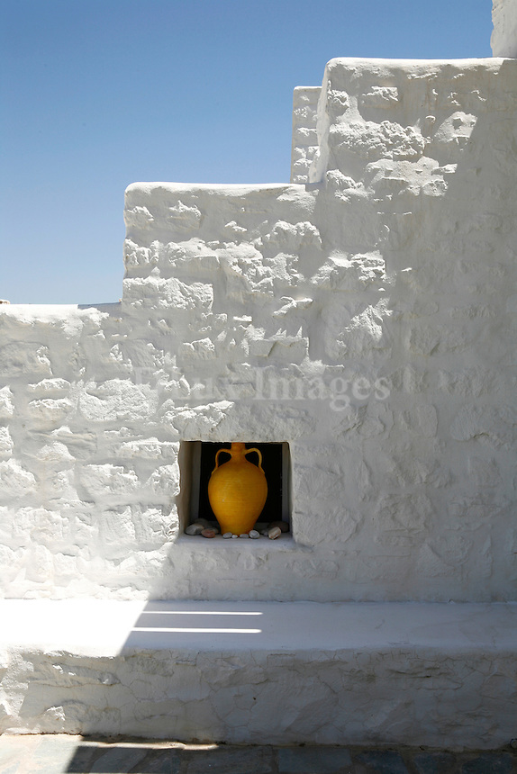 traditional cycladic white washed walls